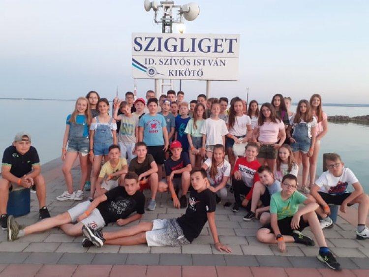 Régi és új programok – Az Eötvös diákjainak beszámolója a Szigligeti Gyermektáborról