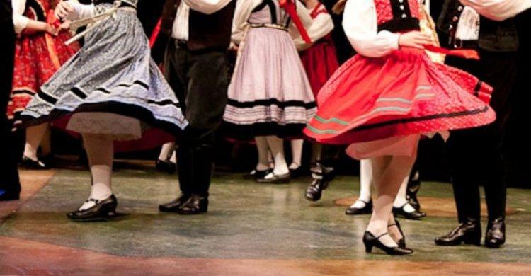 Táncház és tánctanítás a Kölyökvárban - ingyenes programok augusztusban