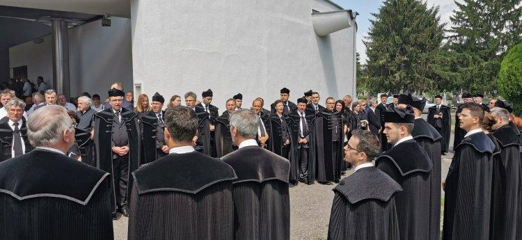 Több ezren kísérték utolsó útjára Sípos Kund Kötöny esperest -A miniszterelnök is itt volt