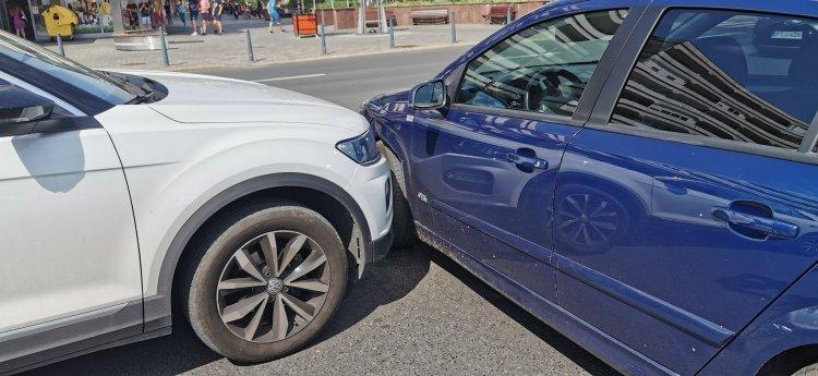 Koccanásos baleset történt a belváros egy forgalmas csomópontjában, nincs sérült