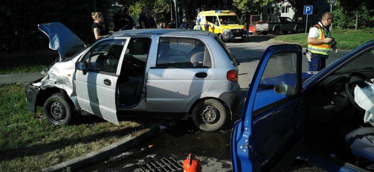 Két autó ütközött péntek reggel a Bokréta és a Bottyán János utca kereszteződésénél