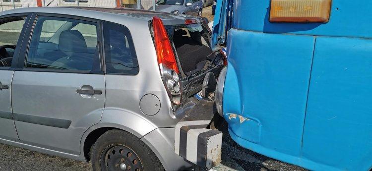 Személyautóba rohant egy teherautó a Debreceni úton, jelentős az anyagi kár
