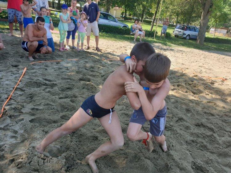 Beindult a birkózó szezon - A strandon kezdtek a Nyírsport SE versenyzői