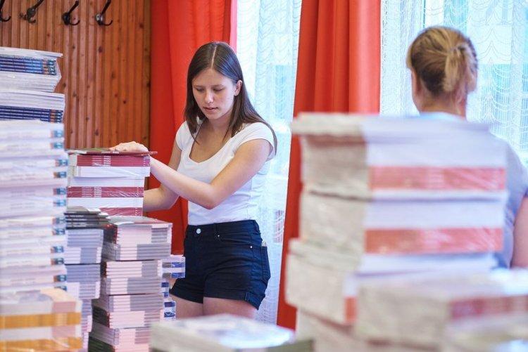 2020-21 az iskolában – Az idei évtől minden diák ingyen jut a tankönyvekhez