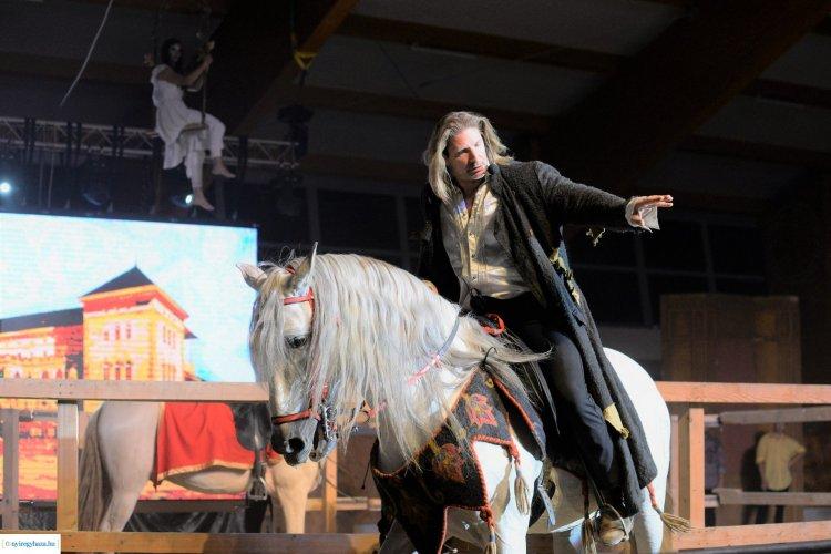 Nyíregyházán járt a Nemzeti Lovas Színház, Pintér Tibor főszereplésével