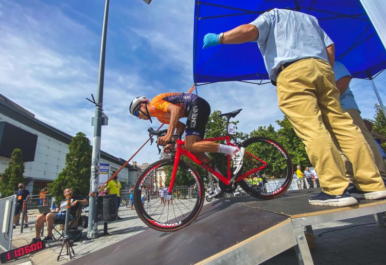 Dán szakaszgyőzelem és sárga trikó - folytatódott a V4 kerékpárverseny