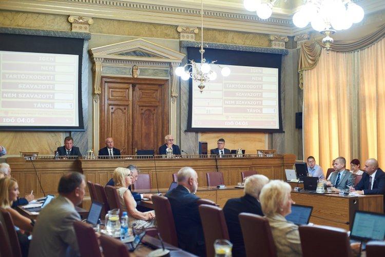 Közgyűlés: közel 1,3 milliárdos fejlesztési forrásra pályázhat a város, energetikai céllal