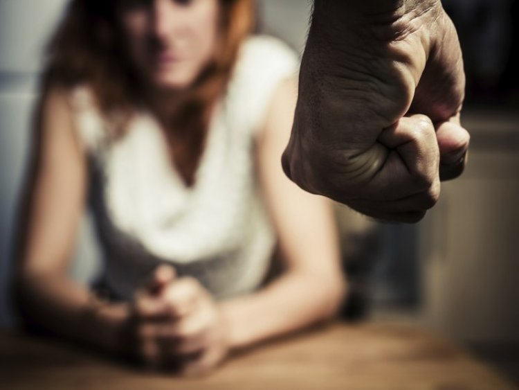 Kamerán át figyelte válófélben lévő házastársát – A féltékeny férj ellehetetlenítette