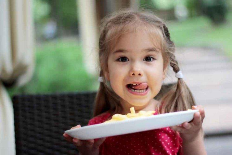 A karantén alatt a gyerekek 40 százaléka többet evett a megszokottnál