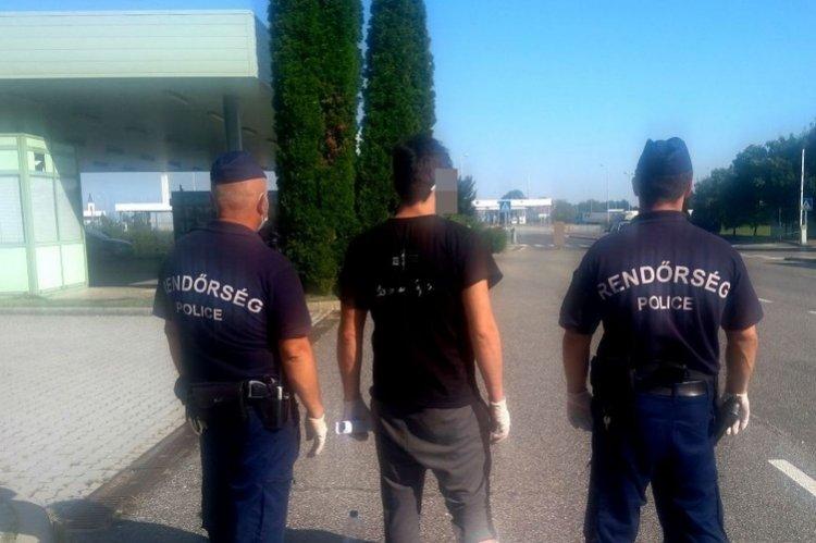 Átadták a rendőrök a Rozsályban elfogott határsértőt a román hatóságnak