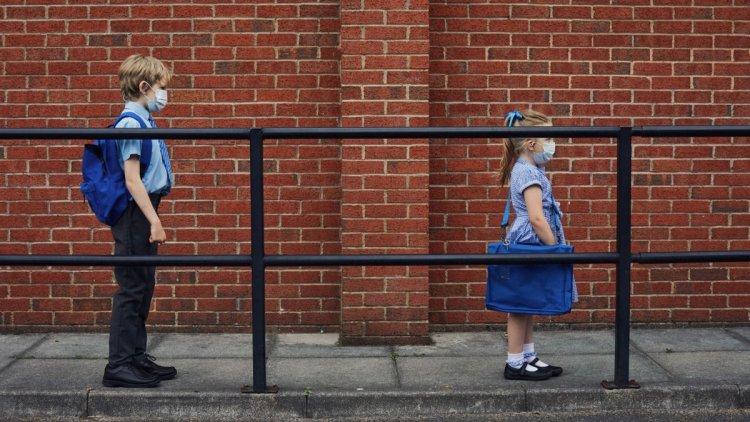 Rendhagyó tanévkezdés: 1,2 millió diák kezdi meg tanulmányait