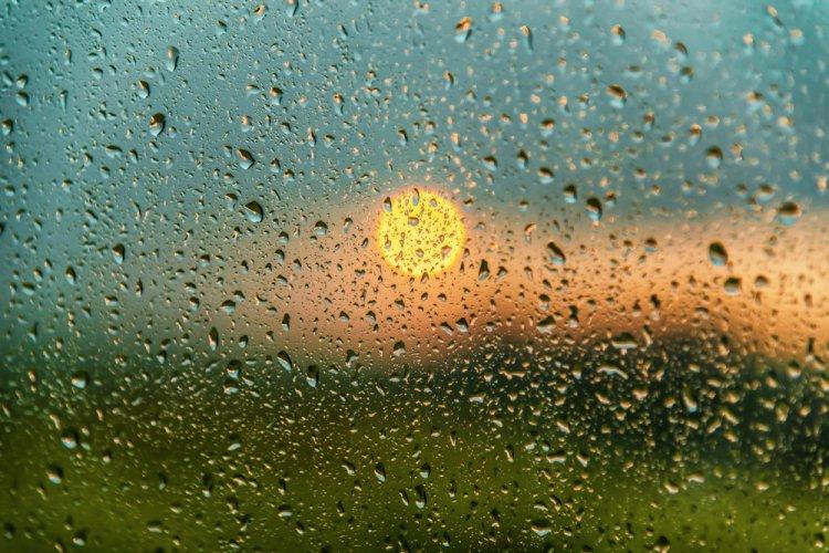 Kiadós esőkkel indul a tanév, a hét második felében melegebb levegő érkezik