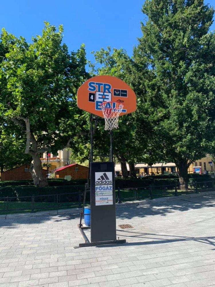 Szombaton Streetball a belvárosban - Már készülnek a pályák a Kossuth téren