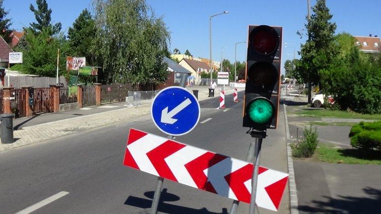 Hétfőtől ismét jelzőlámpás irányítás lép életbe a Korányi úti körforgalomnál