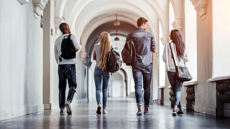 Vegyes oktatási rendszerben tanulhatnak a hallgatók az egyetemeken