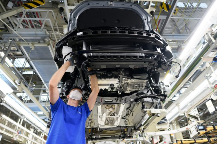 Hálásak a vásárlók: arcmaszkban is igénybe vehetők az autópiac kedvezményei