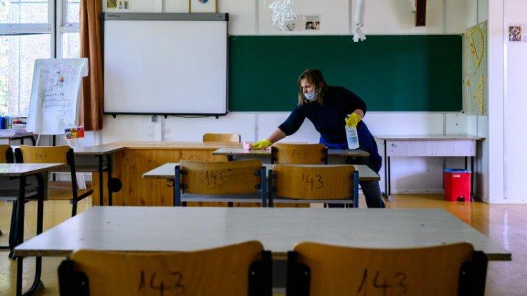 Emmi: csaknem 6000 intézményben rendben folyik az oktatás