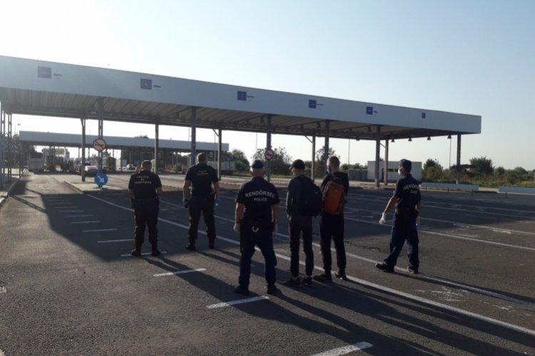 Átadták a rendőrök az ukrán határsértőket a román hatóságnak Csengersimán