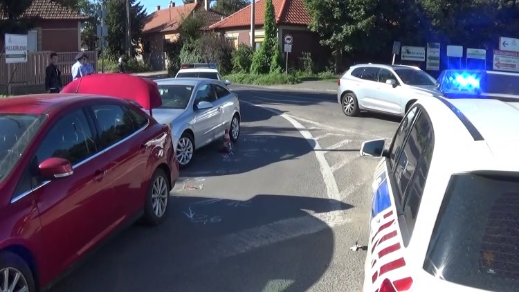 Baleset történt a Tiszavasvári és Derkovits utcai csomópontban, a vétlen sofőr megsérült