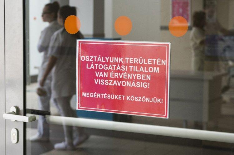 Teljes körű látogatási tilalmat rendelt el a kórházakban az országos tisztifőorvos
