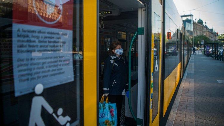Megbüntetik a maszkot szabálytalanul viselőket is a tömegközlekedési eszközökön
