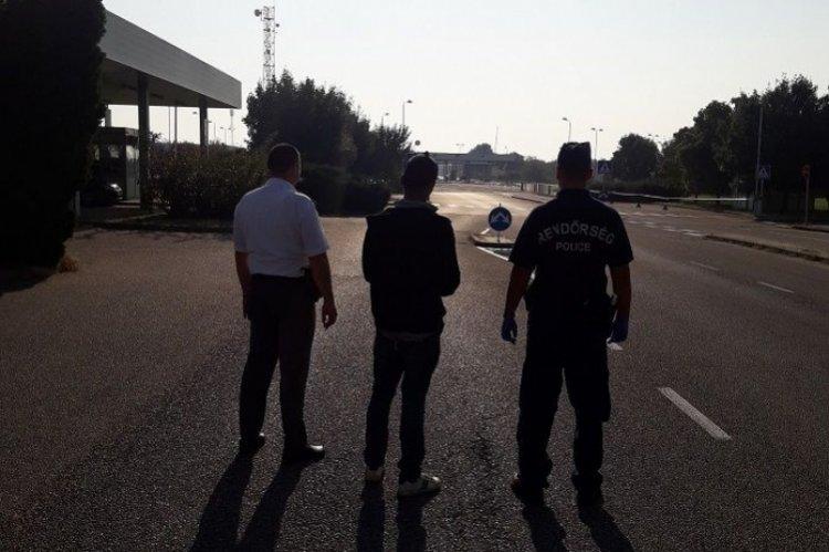 Átadták a rendőrök a Csengernél elfogott afgán határsértőt a román határőrizeti szerveknek