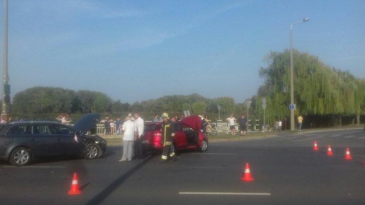 Hárman megsérültek a  Belső körút és a László utcai csomópontban történt balesetben