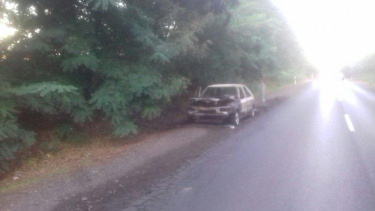 Kigyulladt és teljesen kiégett egy személygépkocsi Nyírjestanyánál