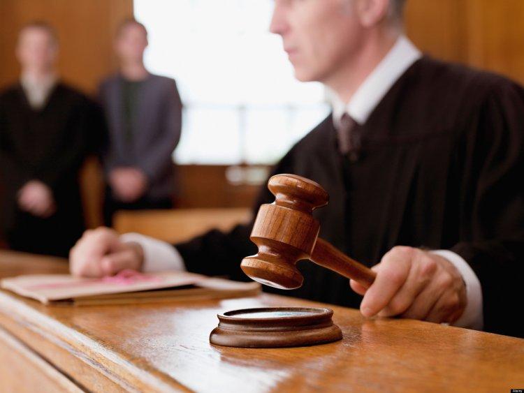 Fiataloktól zsarolt ki pénzt a pár – Börtönbüntetésre ítélte őket a bíróság