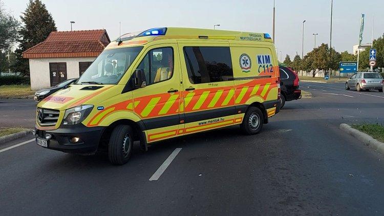 Baleset történt a Törzs utcán, a vétlen jármű sofőrje kórházban