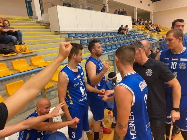 Győzelem az edzőmeccsen - Tiszaújvárosban játszottak a kosarasok