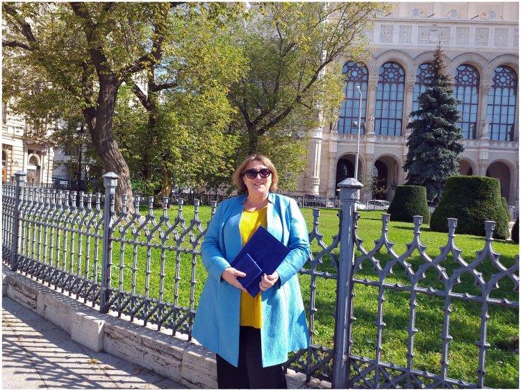 Akinek az élete a hivatása: Győri Izabella tanárnő Apáczai Csere János-díjban részesült!