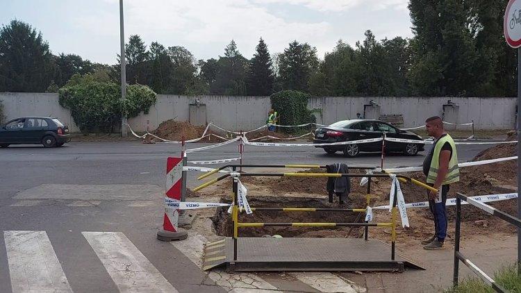 Útfelbontási munkák az Északi temető közelében – Fokozott figyelemmel közlekedjenek