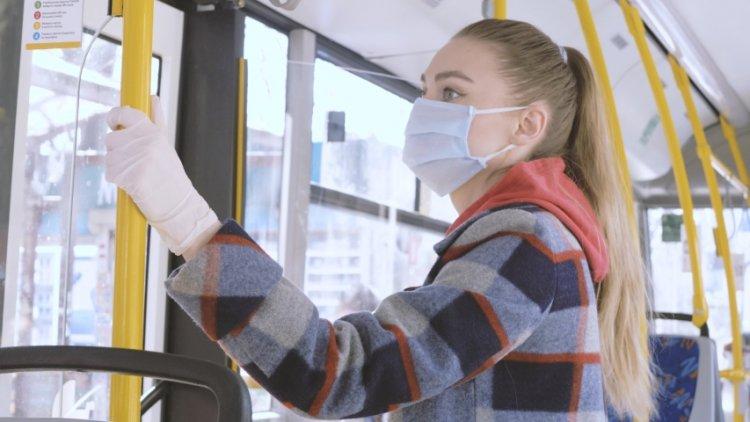 Két nap alatt 57 utast figyelmeztettek maszkviselésre buszon, 16-ot kizártak az utazásból