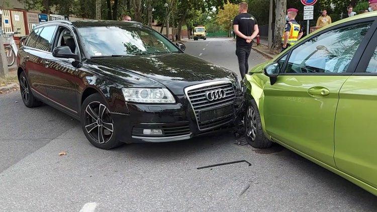 Jelentős anyagi kárral járó baleset a Városmajor utcán – Vizsgálják a körülményeket