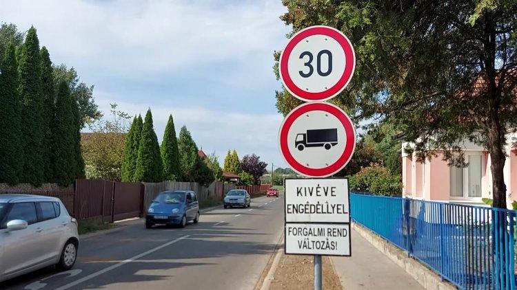 30 km/h-s sebességkorlátozást vezettek be a Belső körút és a László utca közötti szakaszon