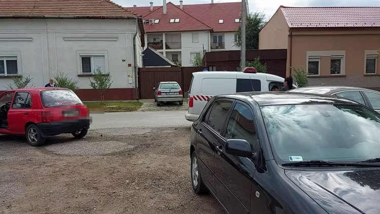 Két személygépkocsi koccant össze hétfőn reggel a Szarvas utca végén