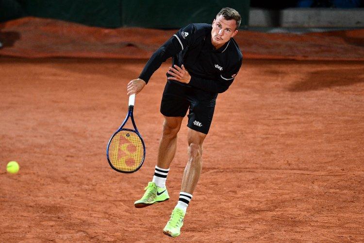 Topjátékost búcsúztatott Fucsovics Márton Párizsban - A nyíregyházi teniszező továbbjutott