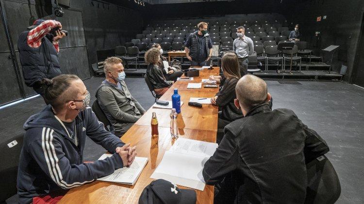 Megtartották az Új stílusgyakorlatok olvasópróbáját a színházban, október 30-án premier!
