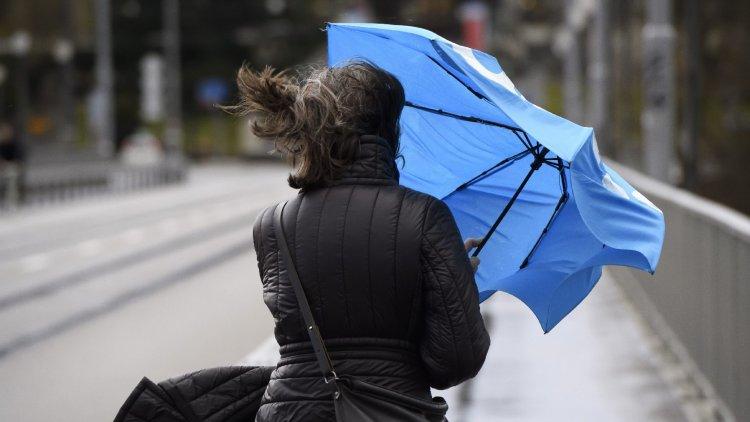 Elkél az esernyő ma is, markáns hidegfront érkezik
