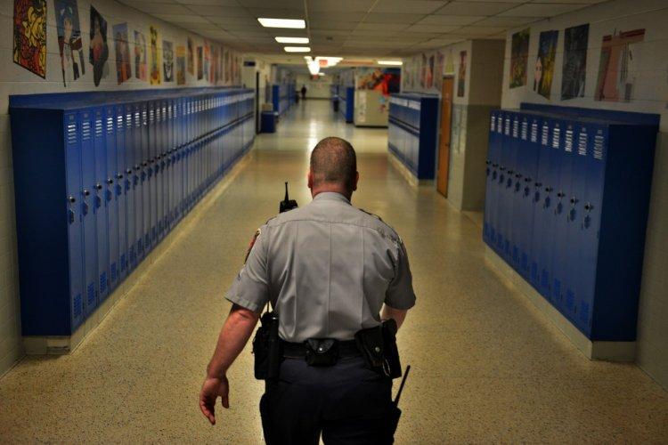 Nem csak dísznek vannak az iskolaőrök, szeptemberben 206 esetben intézkedtek