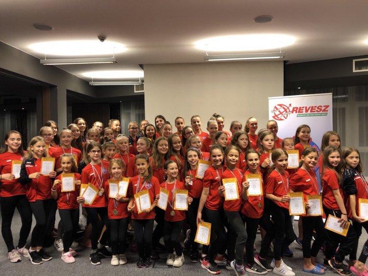 13 érmet szereztek az aerobikos lányok - Remekül szerepelt a Spartacus Torna Club