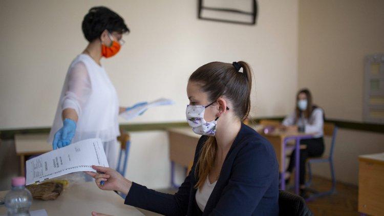 Jövőre is díjmentesen vizsgázhatnak a járvány miatt halasztó érettségizők