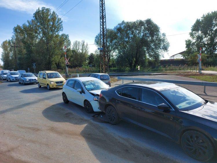 Ráfutásos baleset történt a Kállói úton, közvetlenül a vasúti átjáró után csütörtökön