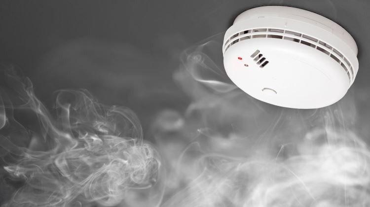Éjszaka jelzett a szén-monoxid-érzékelő egy Kiss Ernő utcai társasház lakásában