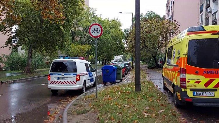 Elütött egy gyalogost egy autó a Vasvári Pál utcán, a rendőrség vizsgálja a körülményeket