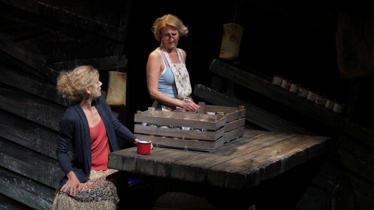 Pénteken bemutató lesz a Móricz Zsigmond Színházban – Csámpás Billy a nagyszínpadon