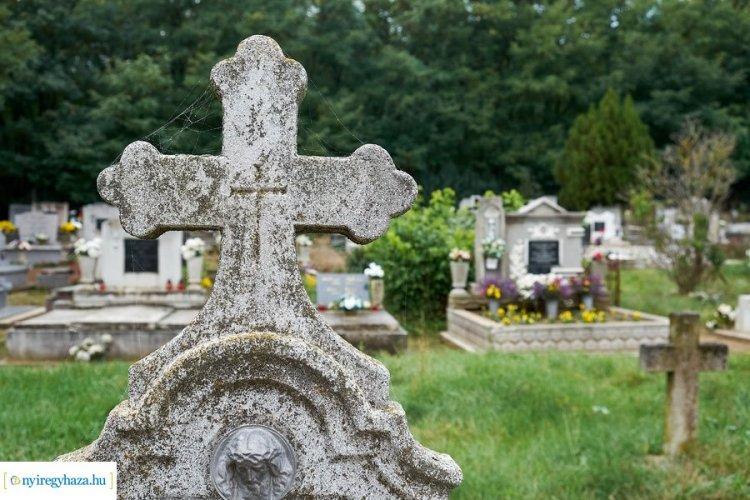 Ünnepi nyitvatartás a temetőben – Közeleg mindenszentek ünnepe, illetve halottak napja