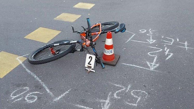 Kerékpáros baleset történt a Kosbor utcán, a sérült férfit kórházba szállították