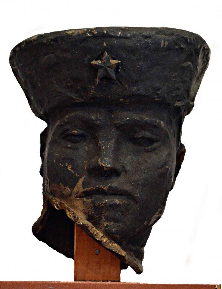 Amiről az utcák mesélnek... - A kozák lovas szobrának megdicsőülése és porba hullása